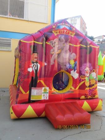 Casinha Circo - Medida necessária para a montagem: 3,00 x 4,00 x 3,30